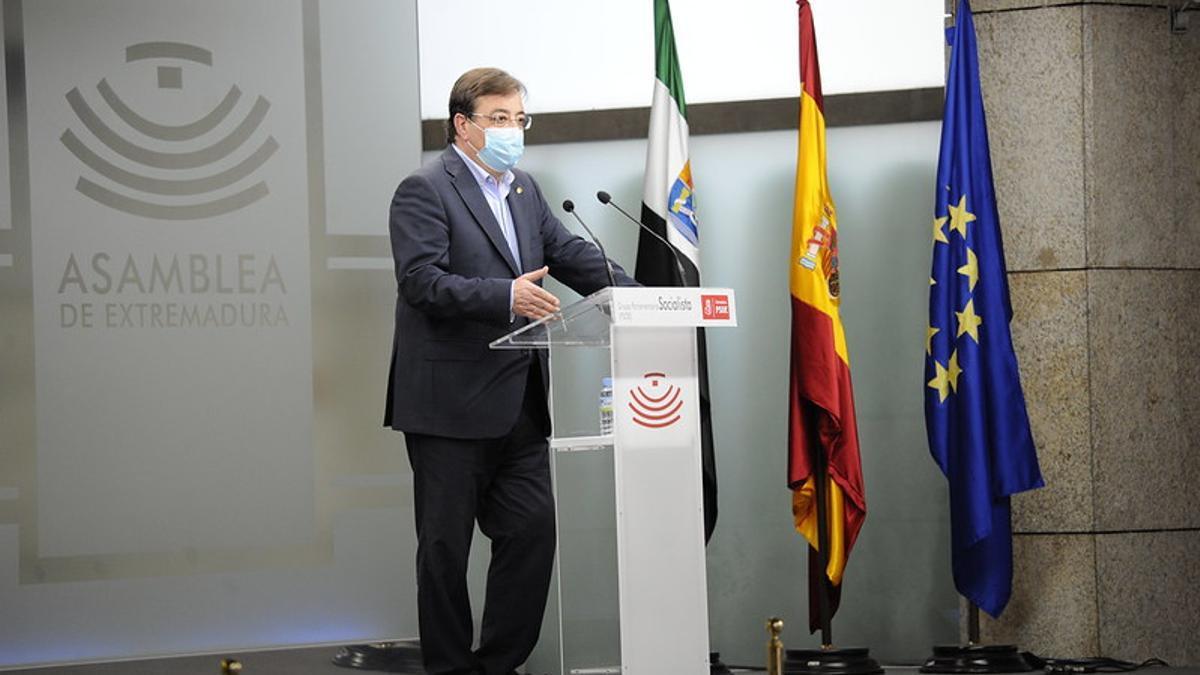 Guillermo Fernández Vara, en su rueda de prensa esta tarde en el Parlamento regional