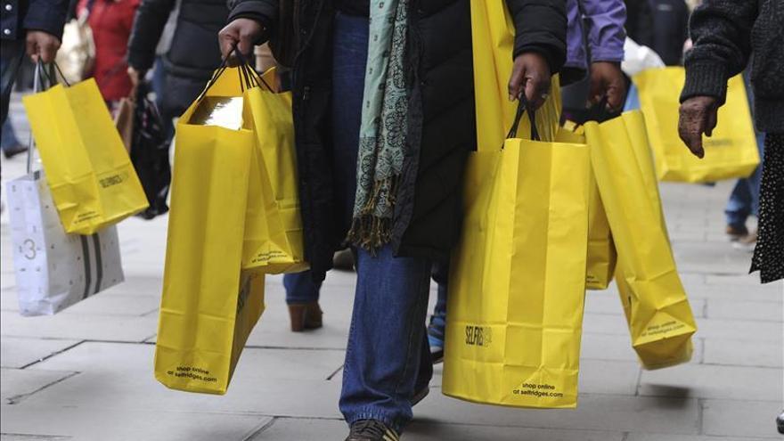 El Reino Unido cae en deflación por primera vez desde 1960