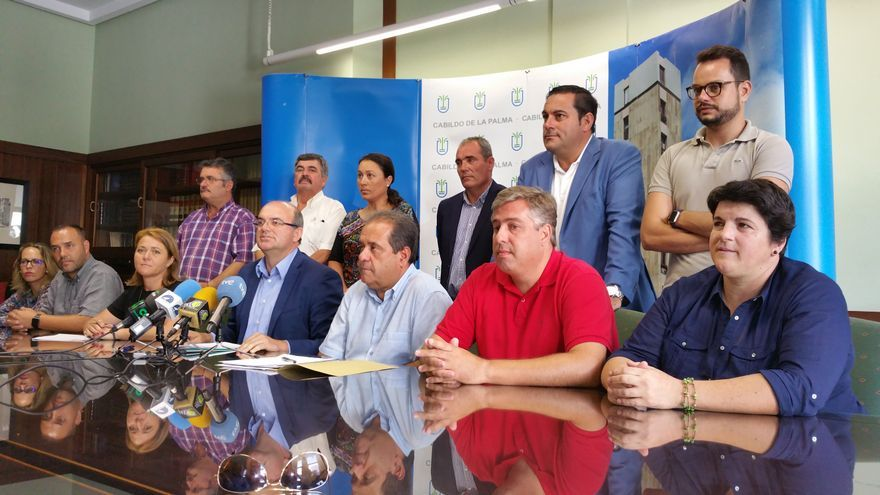 El grupo de Gobierno del Cabildo compareció este martes en rueda de prensa. Foto: LUZ RODRÍGUEZ.
