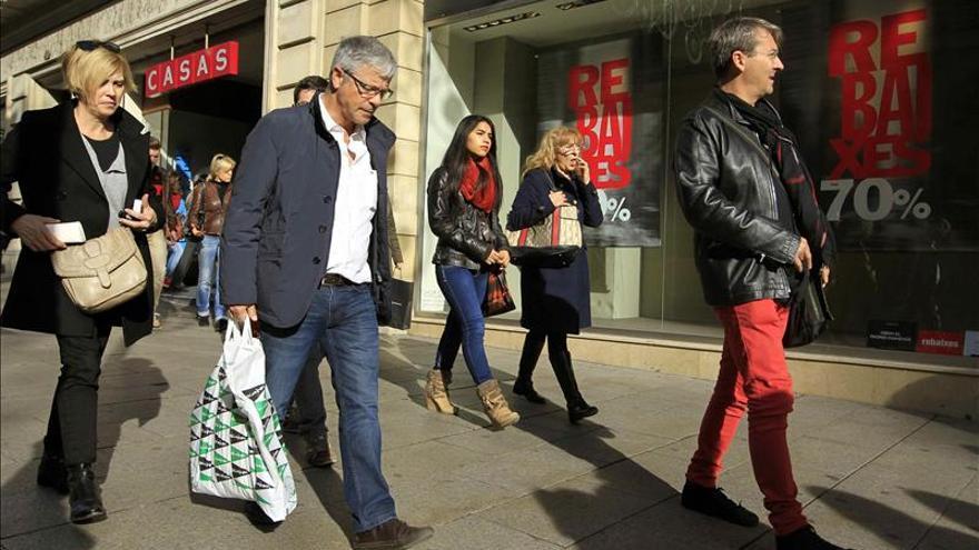 El Gobierno recurrirá en el Tribunal Constitucional la ley catalana de horarios comerciales
