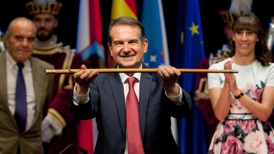 """Caballero mantiene el bastón de mando en Vigo con """"mayoría absolutísima"""""""