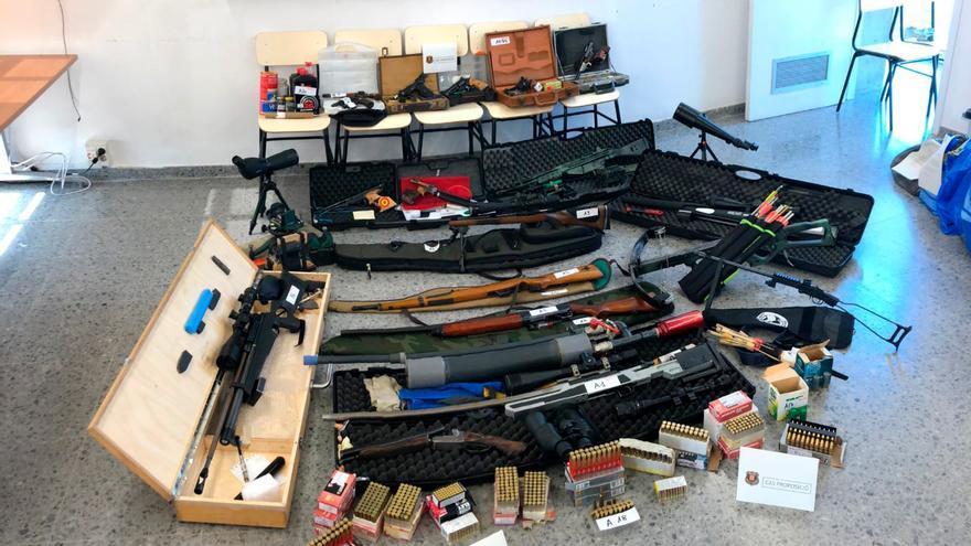 Los Mossos intervinieron un arsenal de armas en el domicilio del acusado, que permanece en prisión provisional