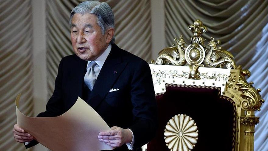 El emperador nipón Akihito tiene previsto abdicar, según el Gobierno