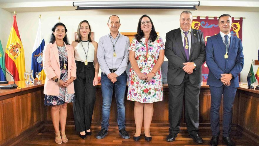 Foto de familia del grupo de Gobierno del Ayuntamiento de La Frontera.