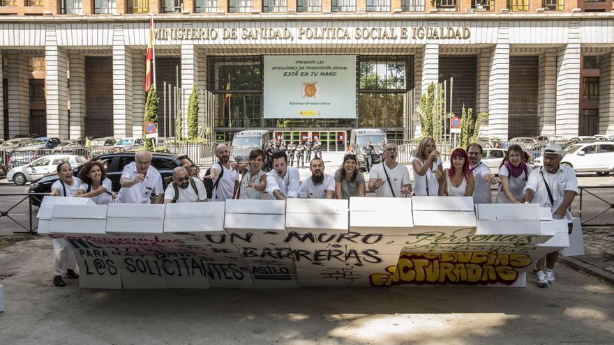Performance de ONG contra la exclusión sanitaria.