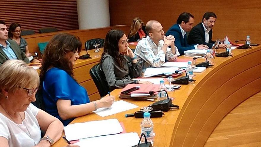 Los representantes de los grupos en la comisión de investigación del accidente de metro