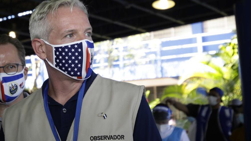 """EE.UU. pide """"paciencia"""" y """"no decir que hay fraude"""" en El Salvador"""