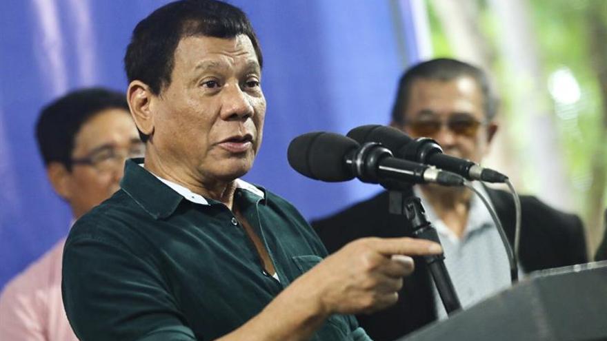 Duterte vuelve a bromear con el delito de violación en plena ley marcial