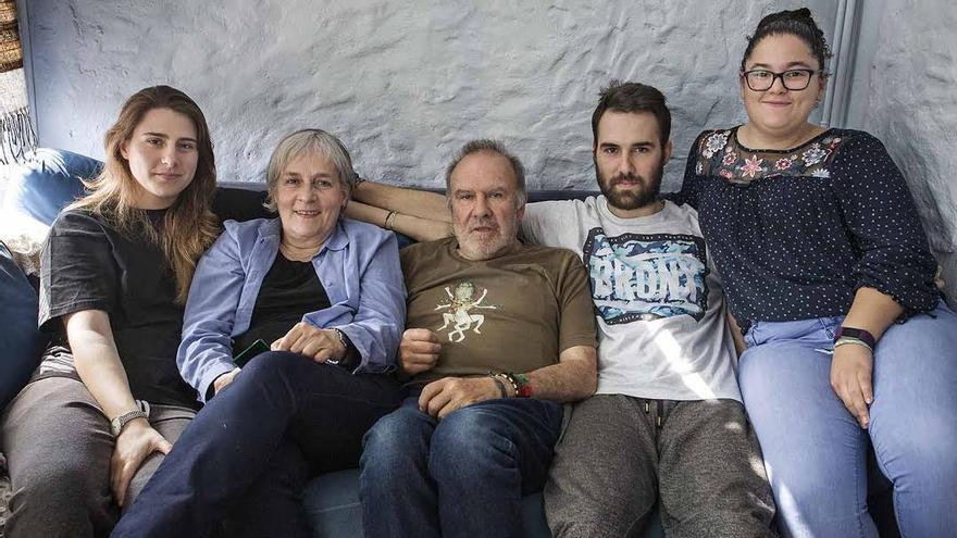 La familia de Conxita Torné, en su piso del Eixample