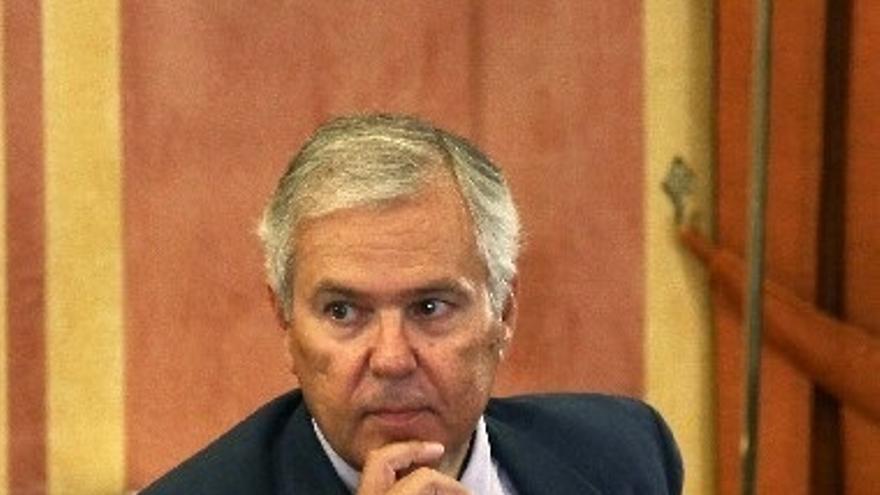 La Audiencia mantiene imputado al ex interventor y cierra la pieza política de los ERE con 22 acusados