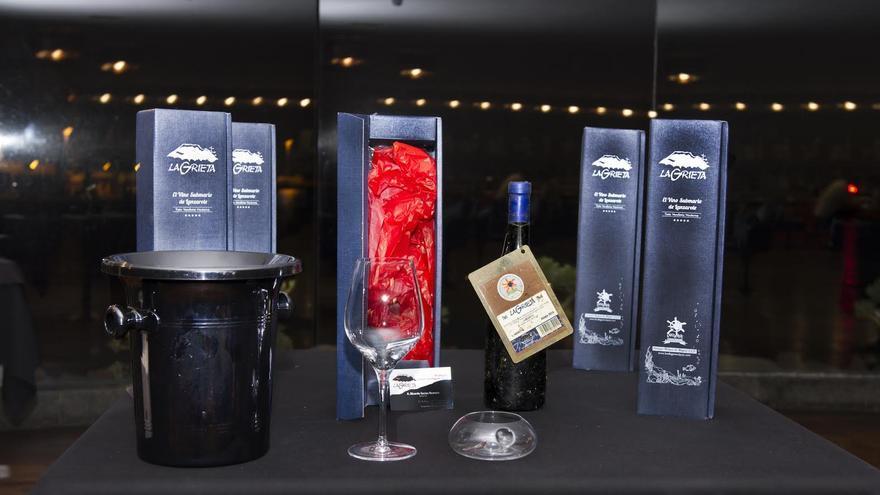 El vino La Grieta ha sido dado a conocer en un acto celebrado en el restaurante Qué Muac!, del Museo Internacional de Arte Contemporáneo Castillo de San José, en Lanzarote.
