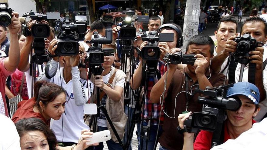 La prensa exige el regreso de reporteros y critica que haya zonas vedadas en Colombia