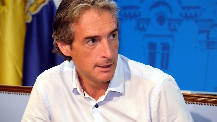 """De la Serna dice que no ha recibido llamada de Rajoy y confía en que elija un equipo """"fuerte"""""""