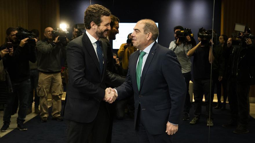 Pablo Casado y el presidente de ATA, Lorenzo Amor, este miércoles.