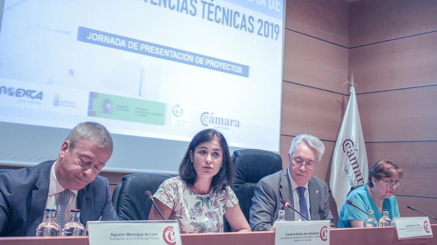 La consejera de Economía, Conocimiento y Empleo del Gobierno de Canarias, Carolina Darias (C) presenta en la sede de la Cámara de Comercio de Gran Canaria el Programa de Asistencias Técnicas 2019 en África y Latinoamérica, impulsado por Proexca