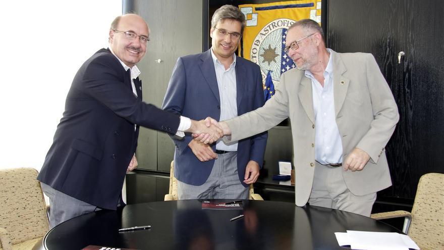 De izquierda a derecha: Rafael Rebolo,Juan Ruiz Alzola y Pedro Álvarez, este martes, tras la firma del convenio.