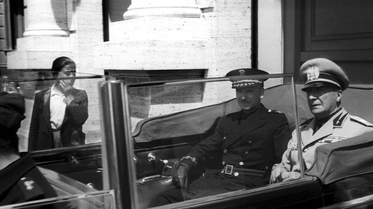 El ministro español de Gobernación Ramón Serrano Suñer, acompañado del ministro italiano de Cultura Populare, Dino Alfieri, durante los actos de homenaje a las tropas italianas que regresan de la guerra civil española en 1939