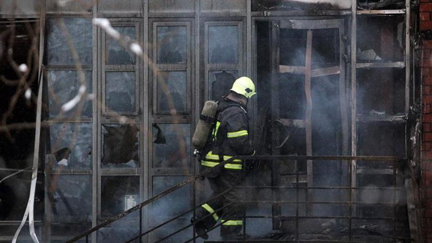 Mueren ocho bomberos en un incendio en Moscú