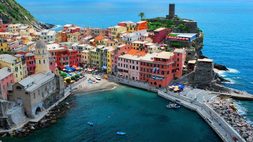 Vernazza desde el sendero de Cinque Terre, una de las estampas típicas de la costa de Liguria.