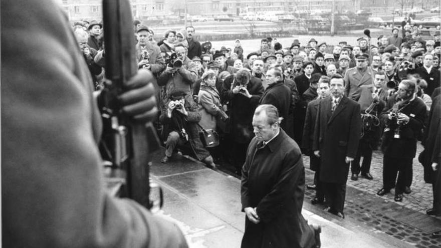 La genuflexión de Varsovia en recuerdo a las víctimas del Gueto de Varsovia, icono de las 'Ostpolitik' de Willy Brandt.