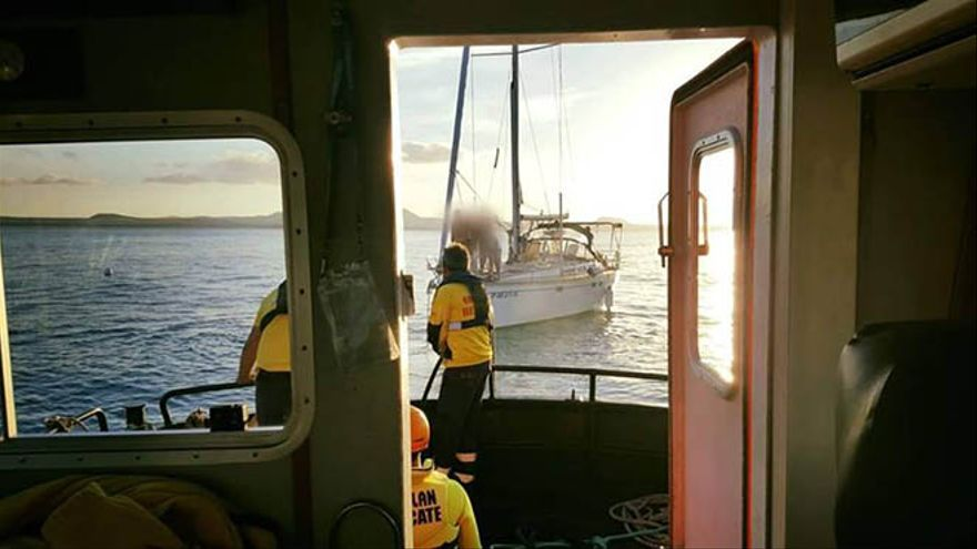 Remolcado un velero con problemas al sur de Isla de Lobos.