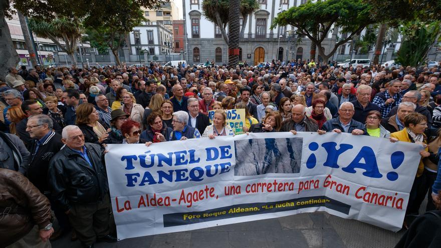 Manifestación a favor de la carretera de La Aldea en el Parque San Telmo
