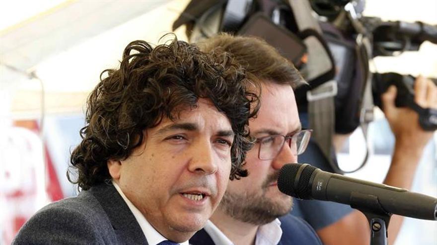 El secretario de Estado de Servicios Sociales e Igualdad, Mario Garcés (i), y el presidente del PP de Canarias, Asier Antona.