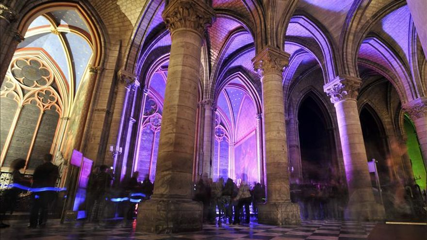 Un hombre se suicida con una pistola en la catedral de Notre-Dame de París