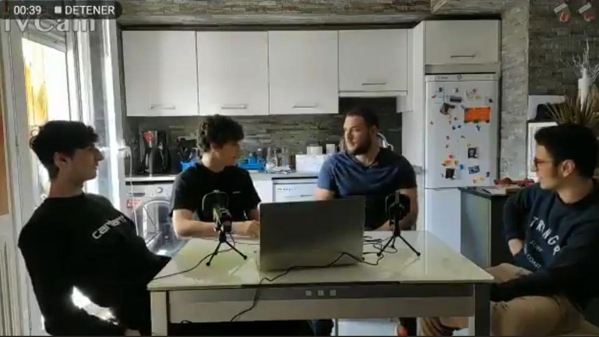 Los cuatro jóvenes del vídeo que bromean con agredir a homosexuales