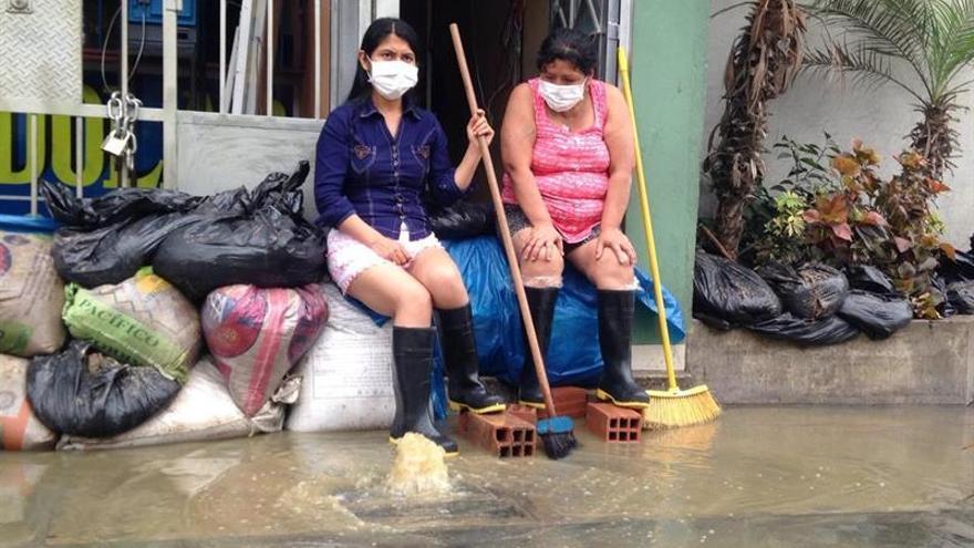 Perú declara la emergencia ambiental en un distrito inundado por aguas fecales