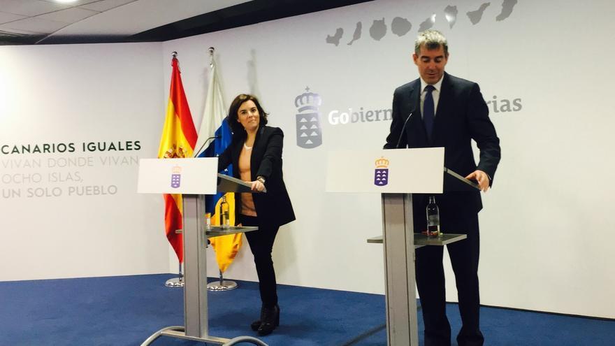 """La vicepresidenta dice que Puigdemont y Junqueras no ofrecen diálogo sino que piden algo que """"ningún Gobierno"""" puede dar"""