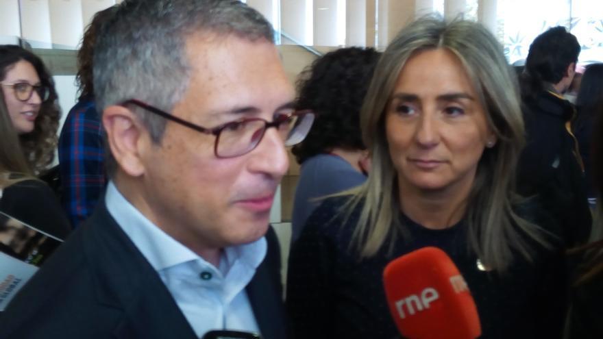 El secretario de Estado de Medio Ambiente, Hugo Morán, junto a la alcaldesa de Toledo, Milagros Tolón