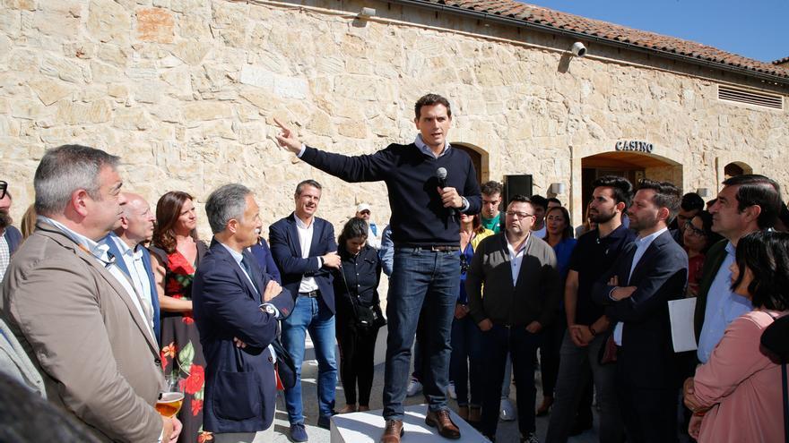 """Rivera propone """"hablar más de educación y menos de Franco y de sus huesos"""""""