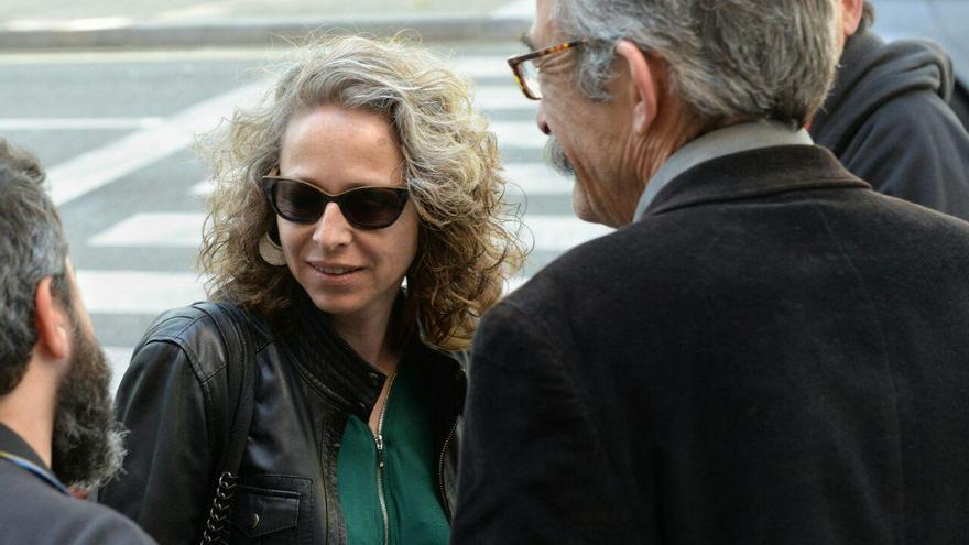 Ester Quintana a la llegada de los juzgados