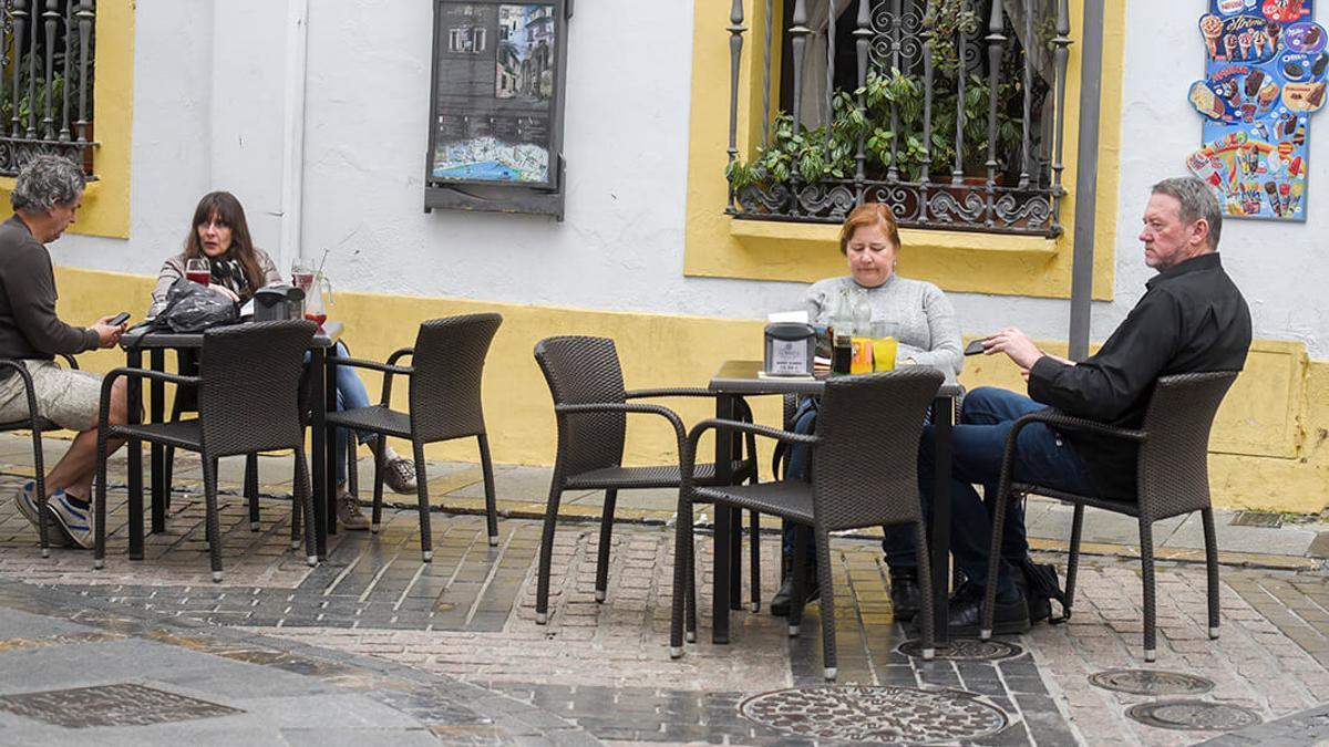 Imagen de archivo de una terraza abierta en Córdoba