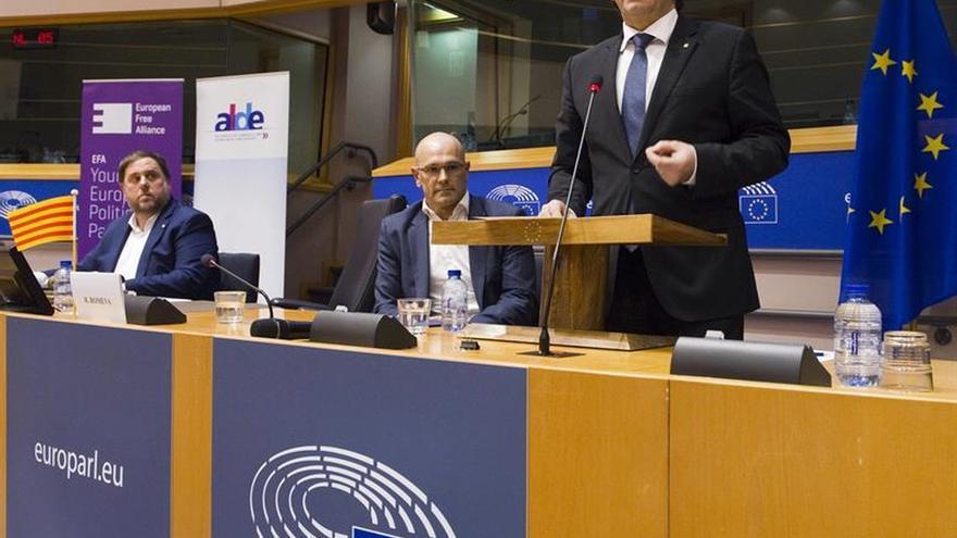 """Puigdemont defiende """"declaración de interdependencia con el resto de Estados"""""""