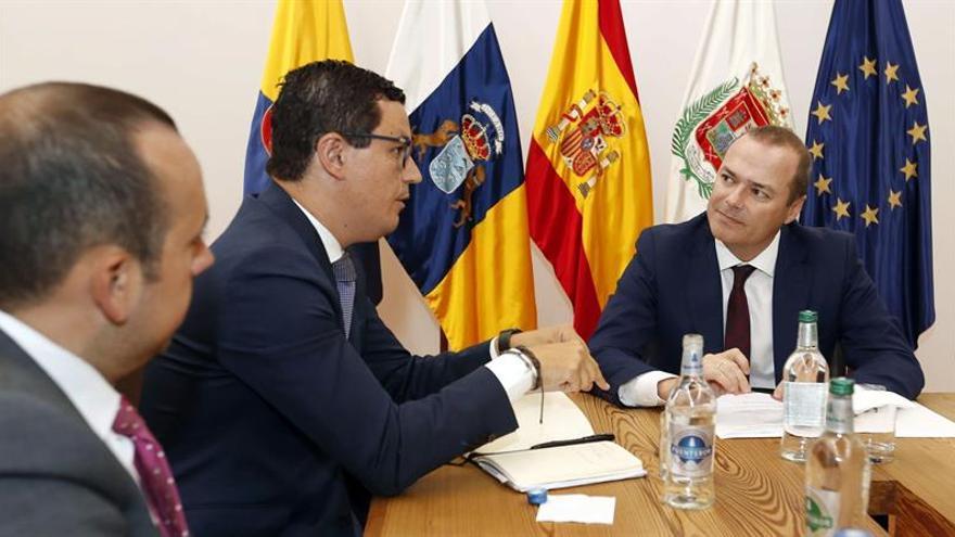 El alcalde de Las Palmas de Gran Canaria, Augusto Hidalgo, y el vicepresidente del Gobierno de Canarias, Pablo Rodríguez