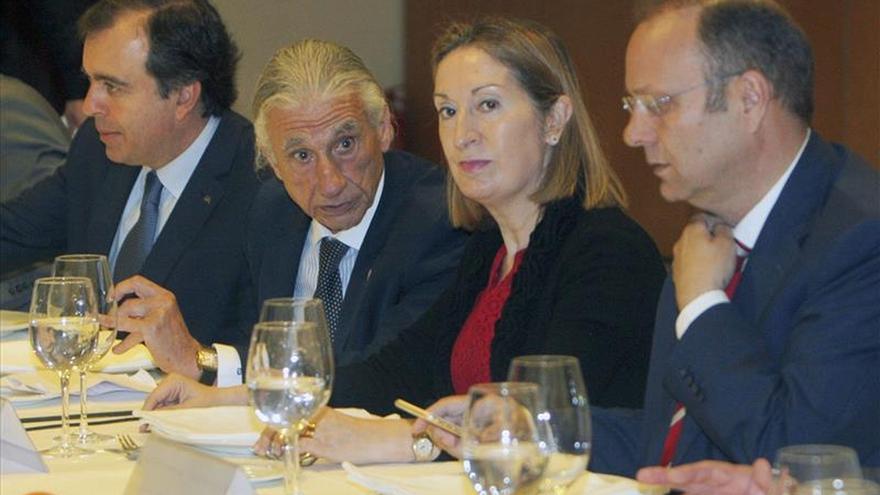 Pastor dice que los inversores les preguntan por la estabilidad política en España
