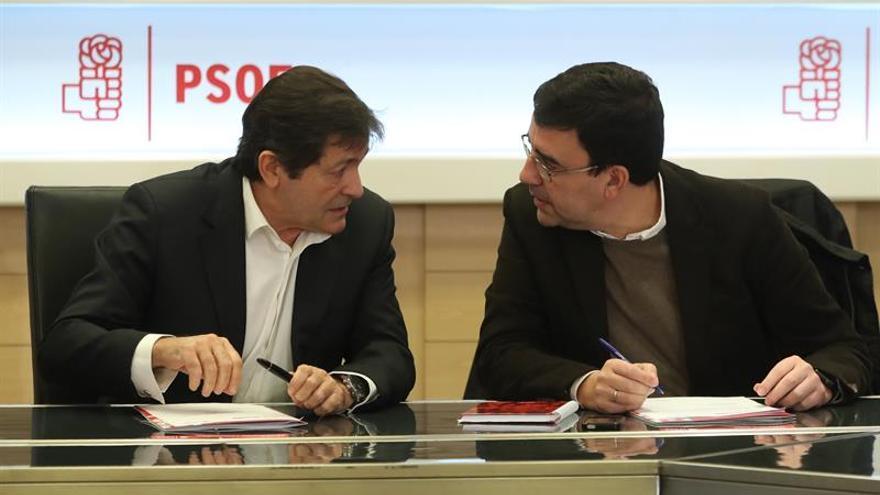 Un PSOE dividido y sin líder fija hoy que el 39 Congreso sea en junio