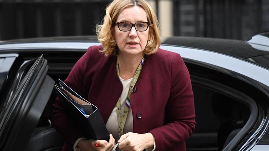 Dimite la ministra de Interior británica tras polémica sobre inmigración
