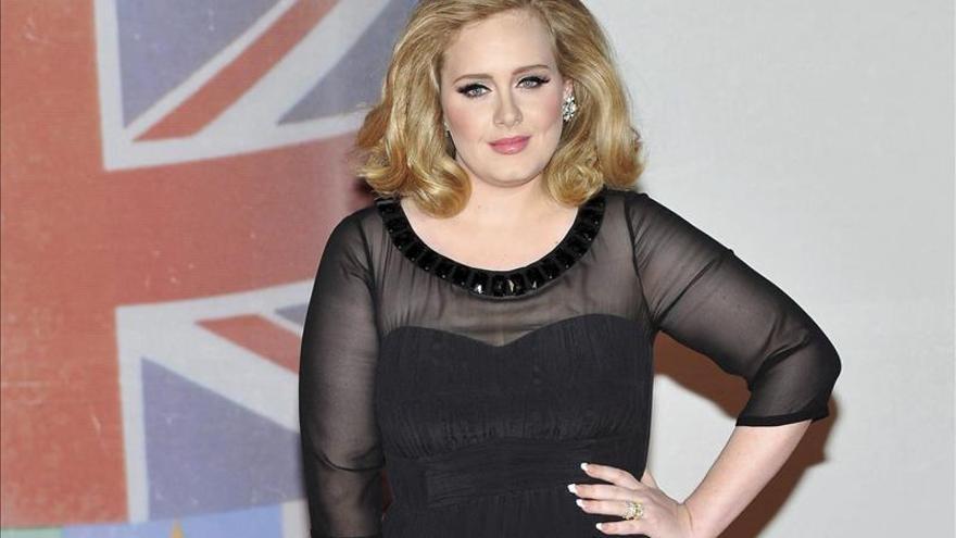 """Adele rompe récords con 1,1 millones de descargas en una semana de """"Hello"""""""
