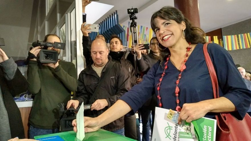 Teresa Rodríguez votando en Cádiz