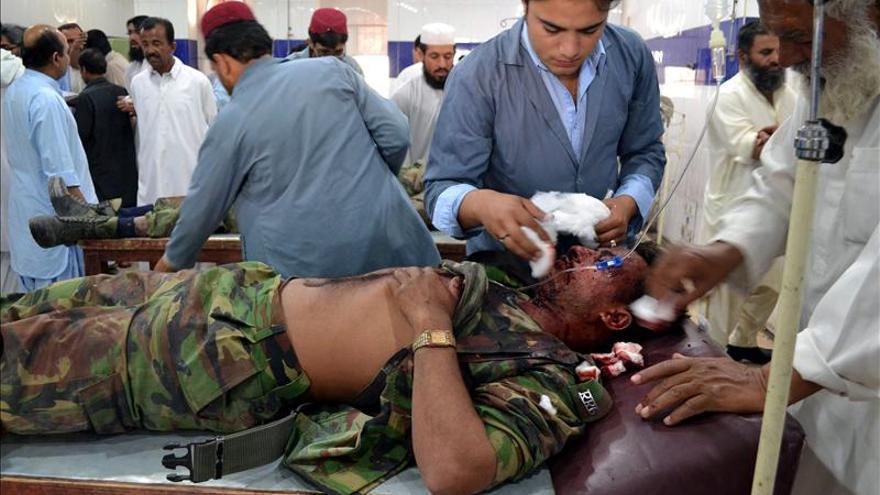 Al menos 10 muertos en un ataque con coche bomba en Pakistán