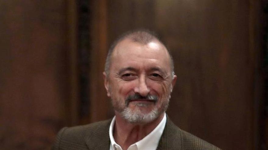 Pérez-Reverte, Premio Barcino: Soy escritor como consecuencia de una vida y de unas lecturas