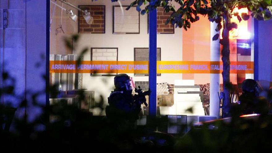 """Hollande asegura que Francia """"no tendrá piedad"""" con los terroristas"""