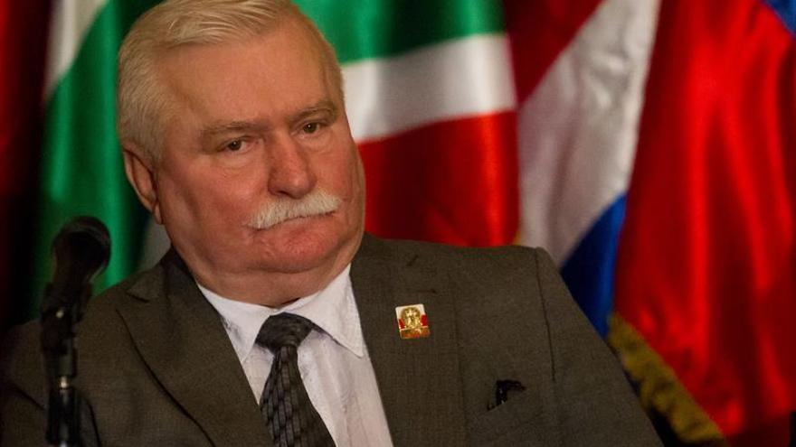 Walesa admite el acercamiento con comunistas pero elude decir si fue espía