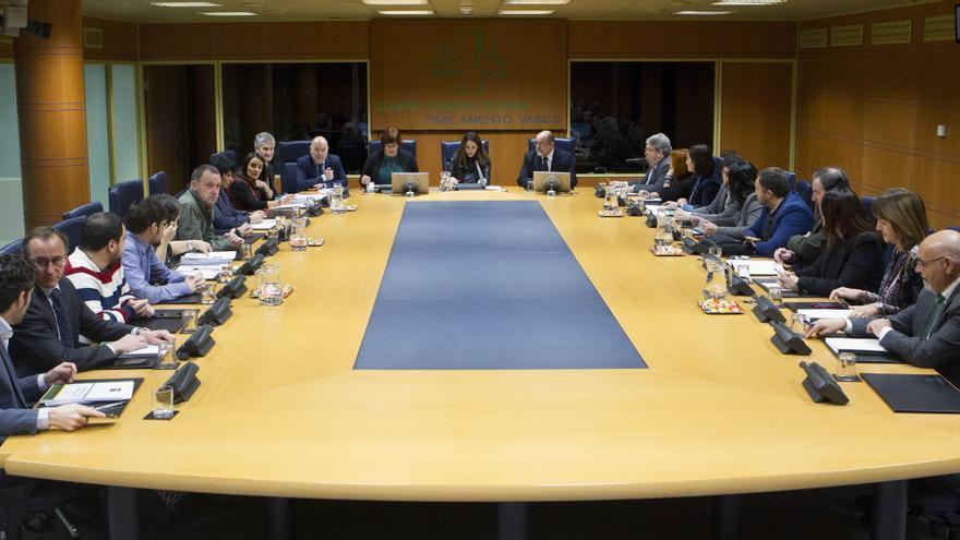 Reunión de la comisión de Reglamento y Gobierno, el pasado lunes en el Parlamento