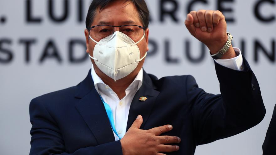 Arce pide a la Policía Boliviana respeto a la Constitución y los símbolos patrios