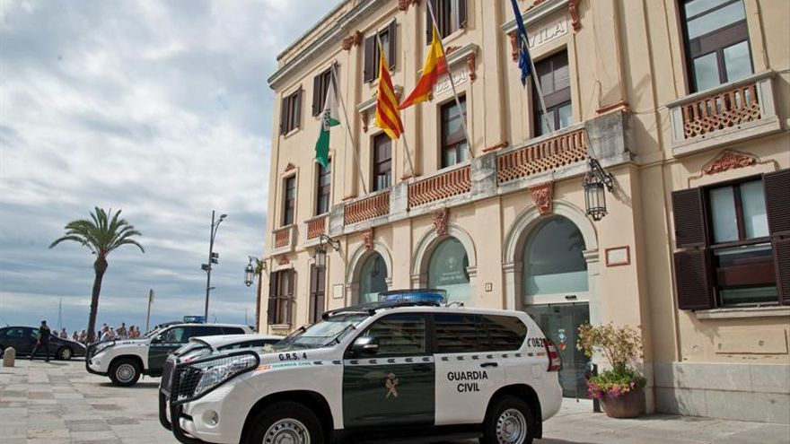Detenidos el secretario y el interventor de Lloret por contratos irregulares