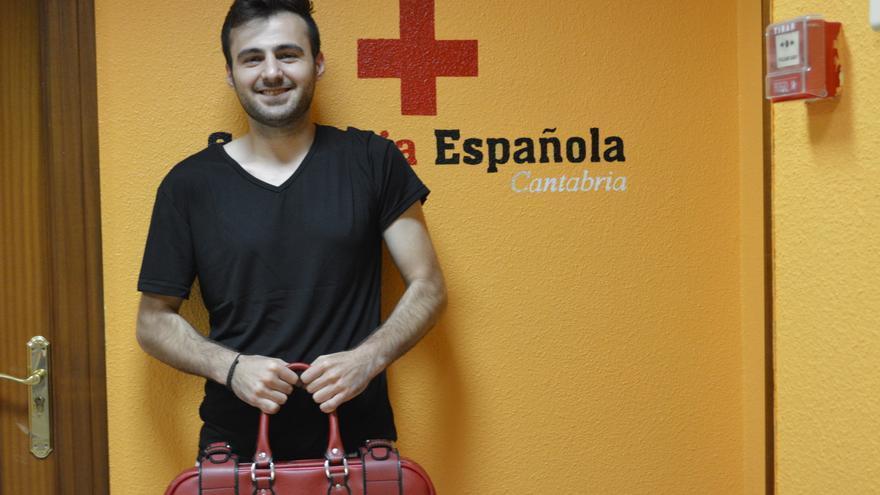 Ahmad, refugiado en el Centro de Extranjeros de Cruz Roja en Torrelavega, por la guerra en Siria. | SARA AJA